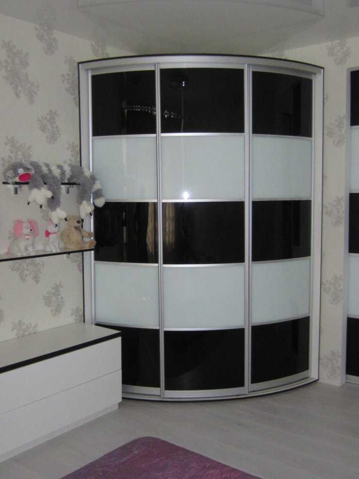 Маленький шкаф – оптимальное сочетание размеров и форм изюминки интерьера (105 фото)