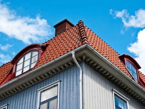 Слуховое окно на крыше – размеры и конструкция стропильной системы