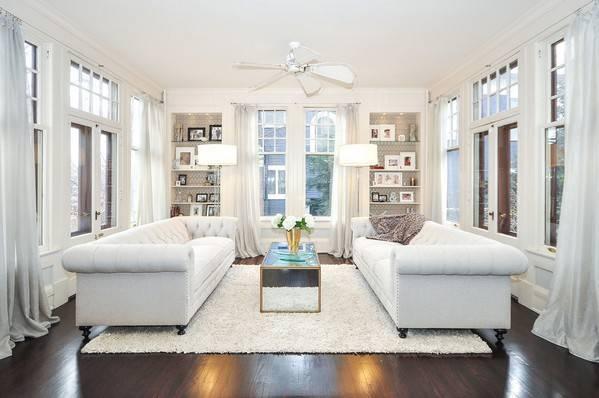 Диваны в интерьере: как расположить посередине комнаты или в маленькой гостиной