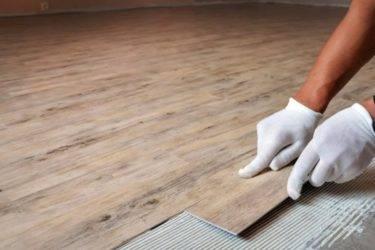 Как стыковать ламинат между комнатами: способы стыковки, процесс монтажа с помощью порога