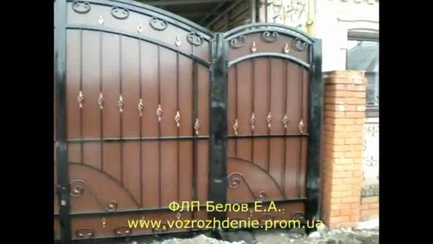 Как правильно сварить распашные ворота на забор из профильной трубы своими руками