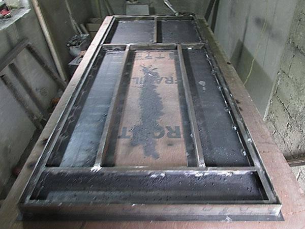 Как правильно сделать входную металлическую дверь с окном и декором в технике холодной ковки: оборудование, инструменты и материалы, технология изготовления двери из металла, установка замка, ручки и петель - фото, советы, пошаговые инструкции, рекомендац