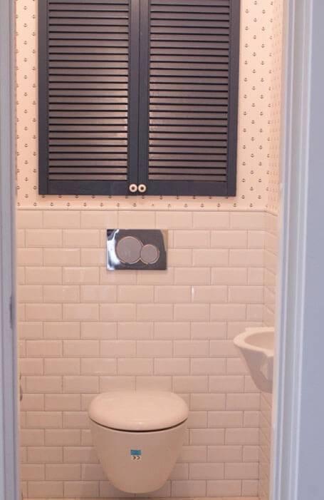 Дверь в туалете за унитазом для сантехнического шкафа: виды
