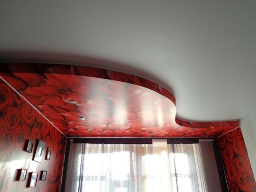 Монтаж двухуровневых натяжных потолков