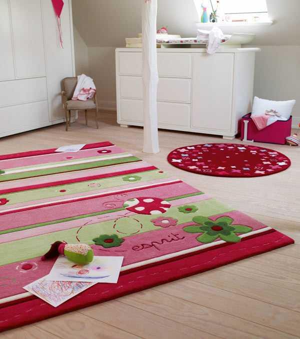 Детский коврик (38 фото): выбираем напольный ковер с дорогами для машинок в комнату и складные вязаные модели на пол