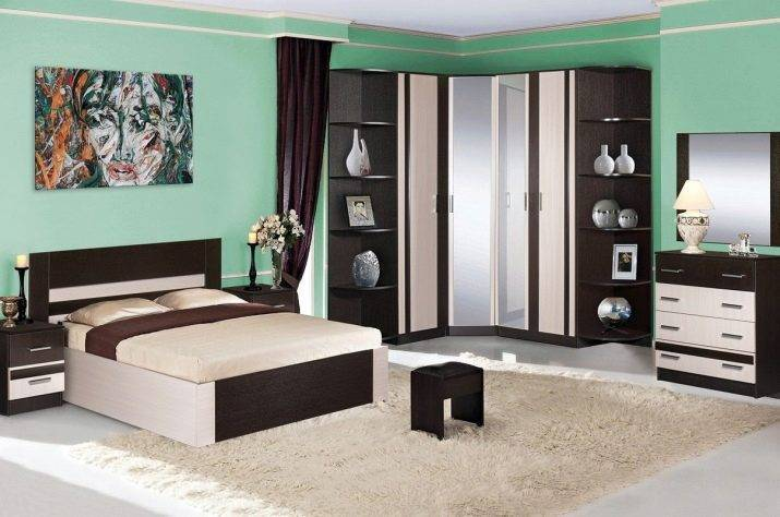 Шкафы для маленькой спальни