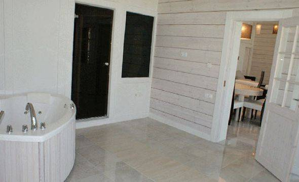 Покраска вагонки внутри дома в разные цвета в дизайне интерьеров (68 фото): чем покрасить на даче, белая краска