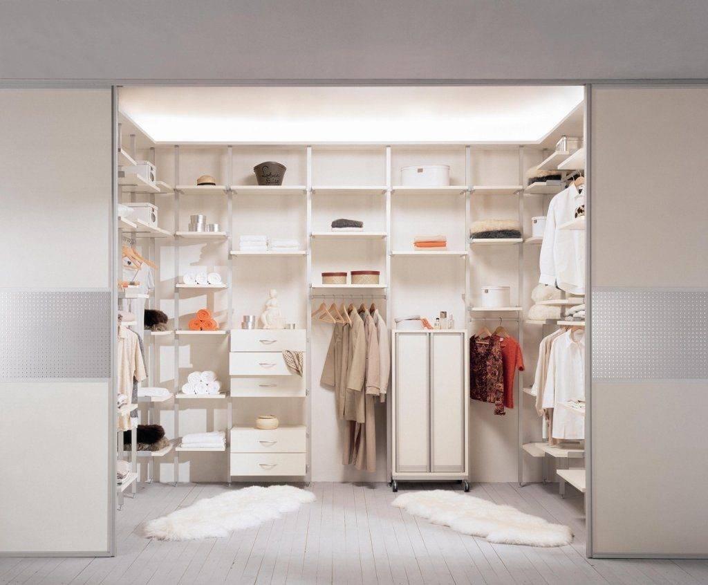 Двери купе в гардеробную: сборка и монтаж своими руками, фото, варианты использования