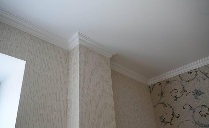 Потолочный плинтус с подсветкой: контурная подсветка светодиодной лентой под плинтусом, карниз на потолке, багет с подсветкой