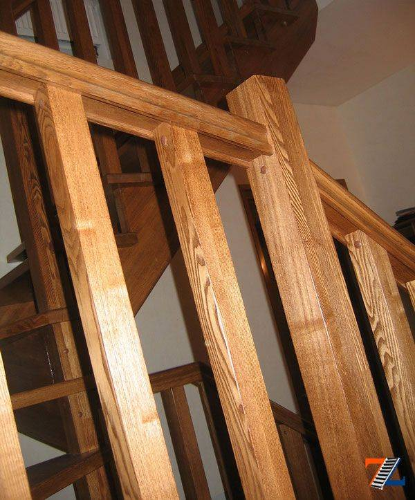 Перила для лестниц из дерева: деревянные своими руками, столбы и фото, установка резных, крепление изготовление