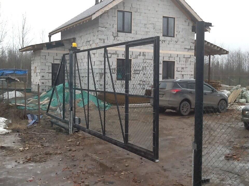 Как сделать фундамент под откатные ворота?