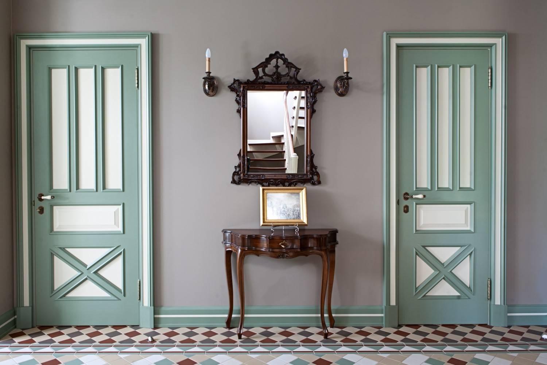 Эмалированные межкомнатные двери - что это такое, плюсы и минусы покраски в белый и другие цвета.