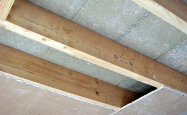 Утепление межэтажного перекрытия по деревянным балкам