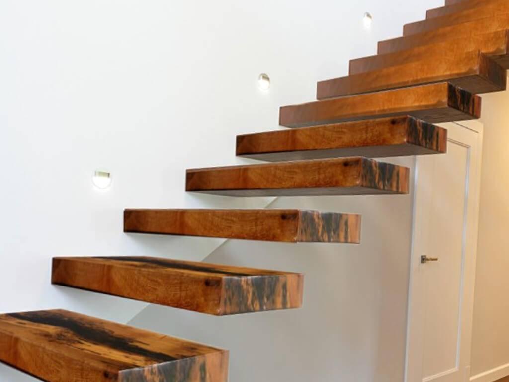 Лестница в доме своими руками: руководство по выбору материалов и монтажу