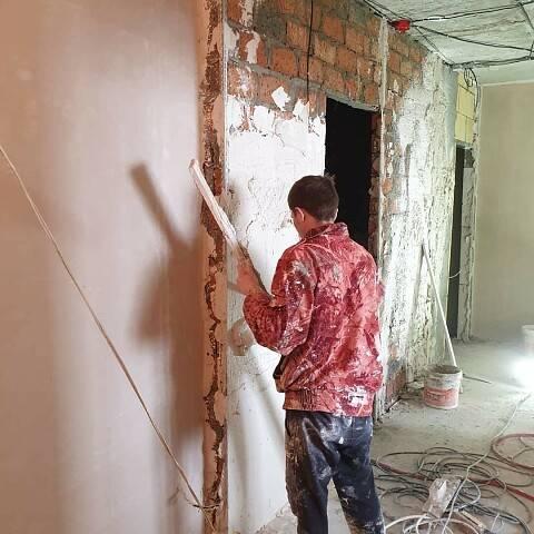 Грунтовка стен перед штукатуркой и шпаклевкой: какую лучше использовать?