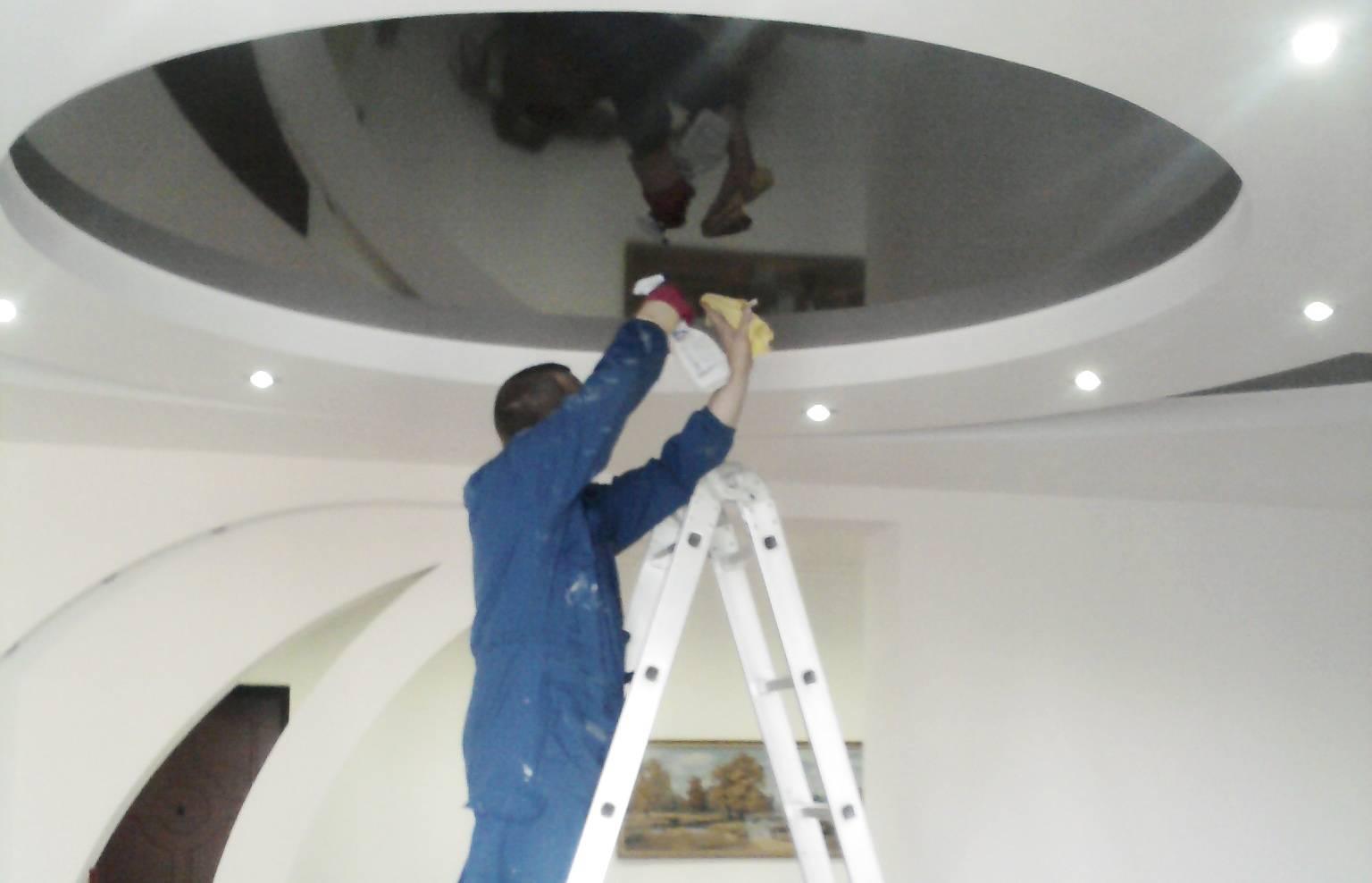 Как мыть натяжные потолки в домашних условиях: этапы, средства, советы