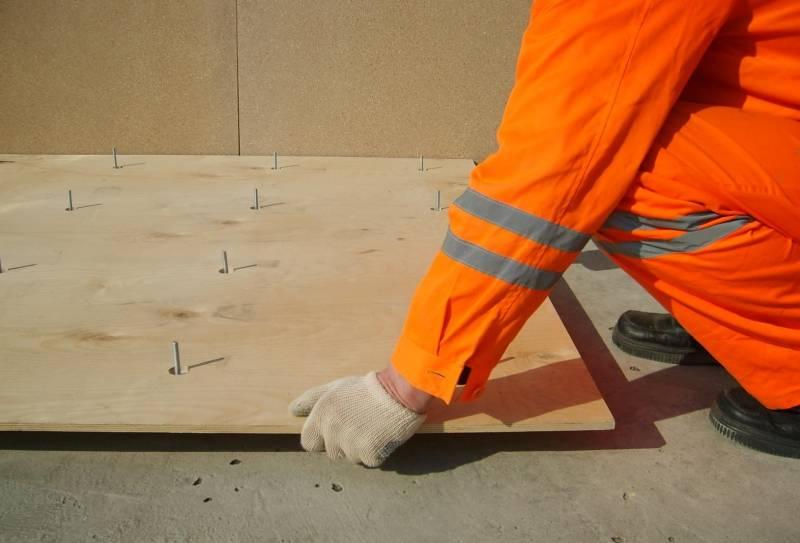Фанера или осб на пол: что лучше, на деревянный, черновой, под линолеум чистовой, для сравнения, что крепче
