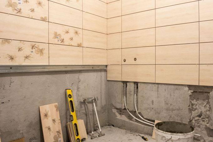 Укладка кафельной плитки в ванной: правила, варианты, порядок работ, видео-инструкции