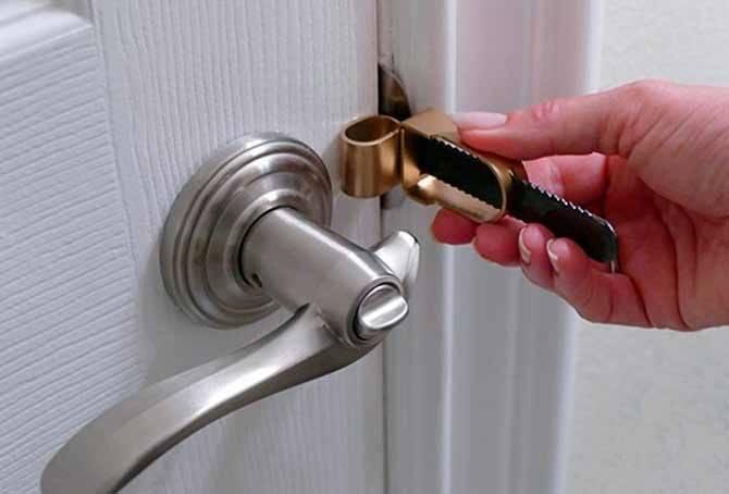 Заел замок в двери: как открыть его и что делать