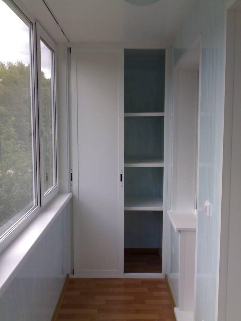 Полки на балконе - варианты оформления небольшого пространства