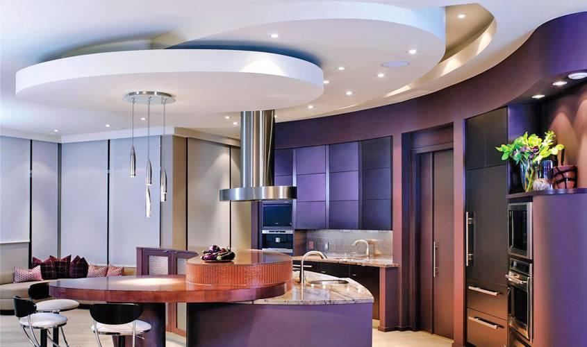 Потолок в гостиной и зале — варианты оформления