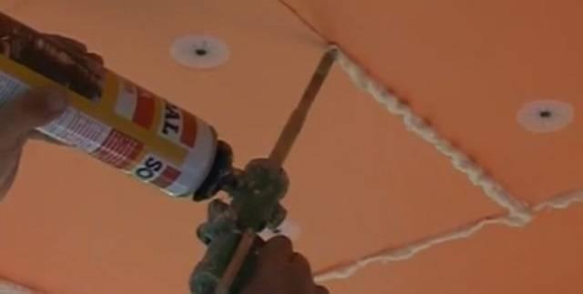 Как прикрепить пенопласт к потолку
