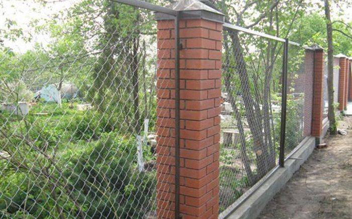 Забор из профнастила с кирпичными столбами своими руками: фото, видео инструкция забор из профнастила с кирпичными столбами своими руками: фото, видео инструкция