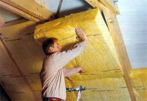 Процесс внутреннего утепления крыши при помощи минеральной ваты