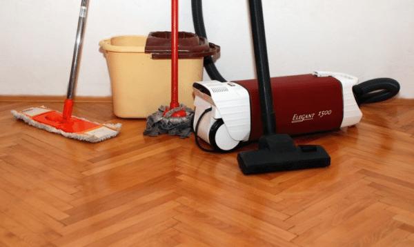Чем покрыть деревянный пол в доме: чем лучше застелить старый пол, чем можно на фото и видео