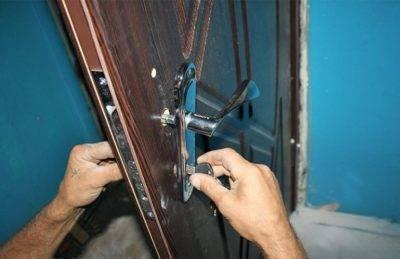 Ремонт дверей в квартире ( входных, металлических и других типов )