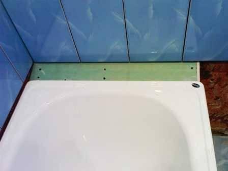 Как заделать щель между ванной и стеной - чем закрыть?