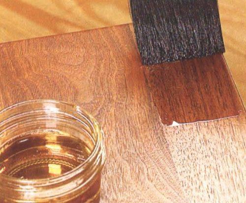 Акриловый лак на водной основе: дисперсионный бесцветный глянцевый вариант для стен и паркетный, состав и цвета, «лакра» и другие марки