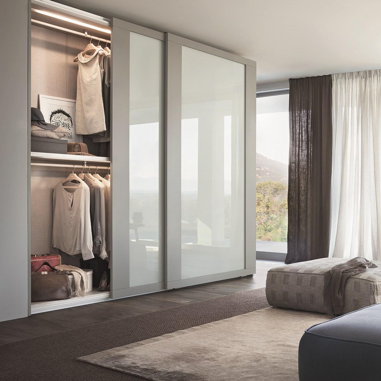 Шкаф-купе внутри в спальню с размерами (58 фото): внутреннее наполнение и дизайн угловой модели в 2 и 3 метра