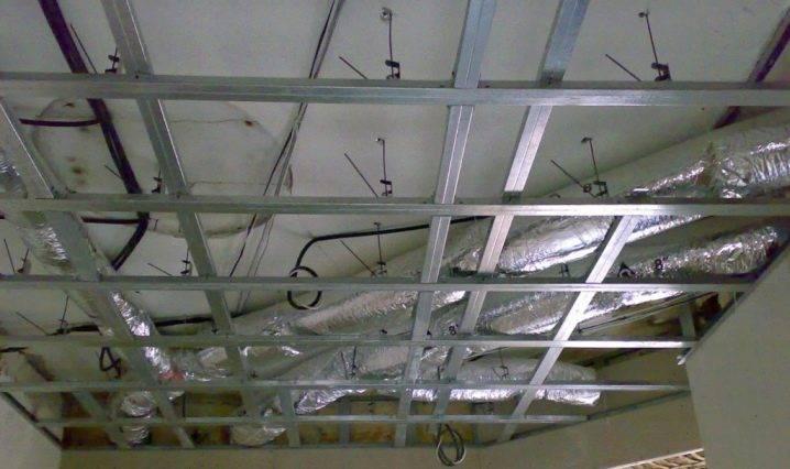 Монтаж пластика на потолок и стены своими руками - описание и видео выполнения работ