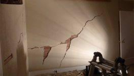 Как заделать дыру в гипсокартоне на потолке?