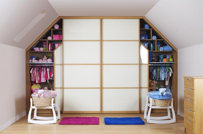 Как оформить скошенный потолок в интерьере: идеи дизайна комнат на мансардном этаже