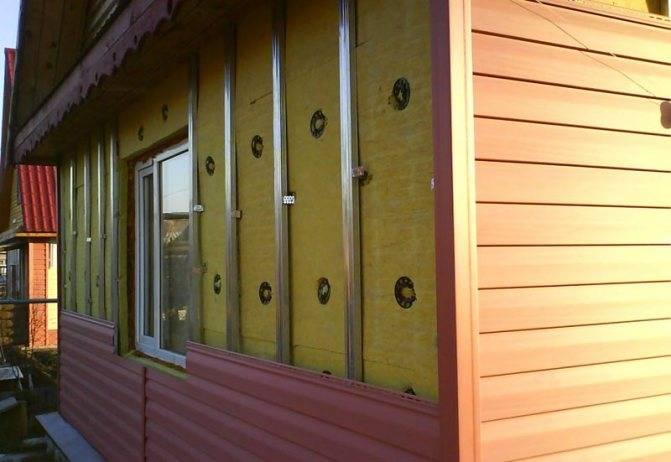Обшивка деревянного дома сайдингом: расчет, подготовка и технология монтажа