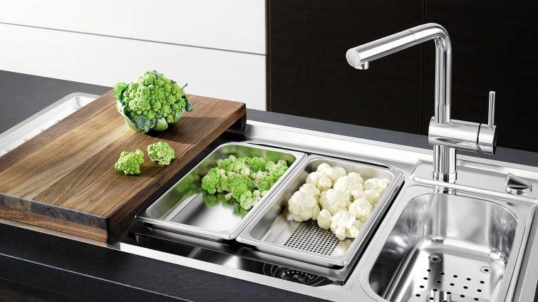 Дополнительный комфорт на кухне с двойной раковиной