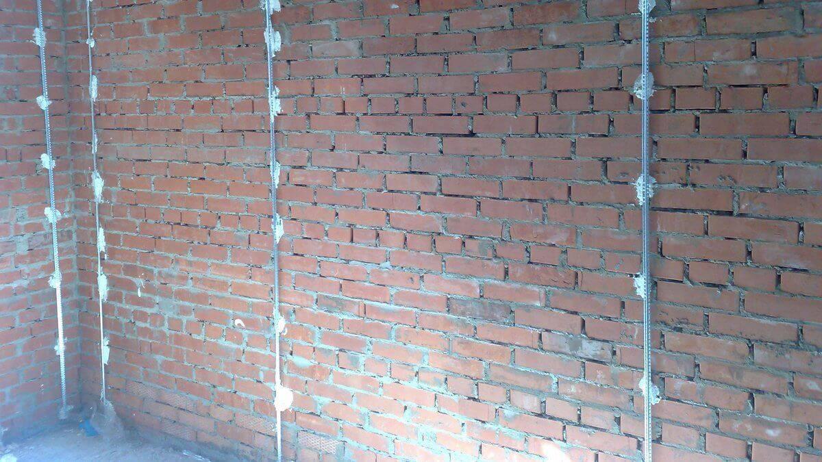 Цементная штукатурка: известковый состав для внутренних и наружных работ, штукатурная смесь на цементной основе для стен