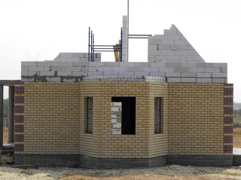 Чем отделать дом из пеноблоков снаружи: требования к наружной отделке