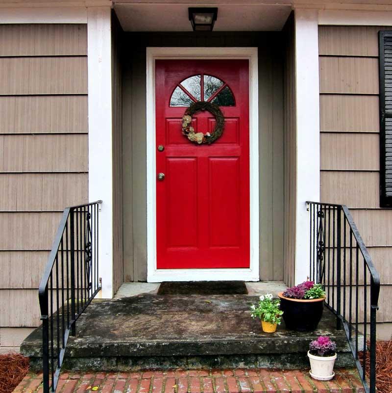 Как покрасить деревянную двер, технология покраски своими руками