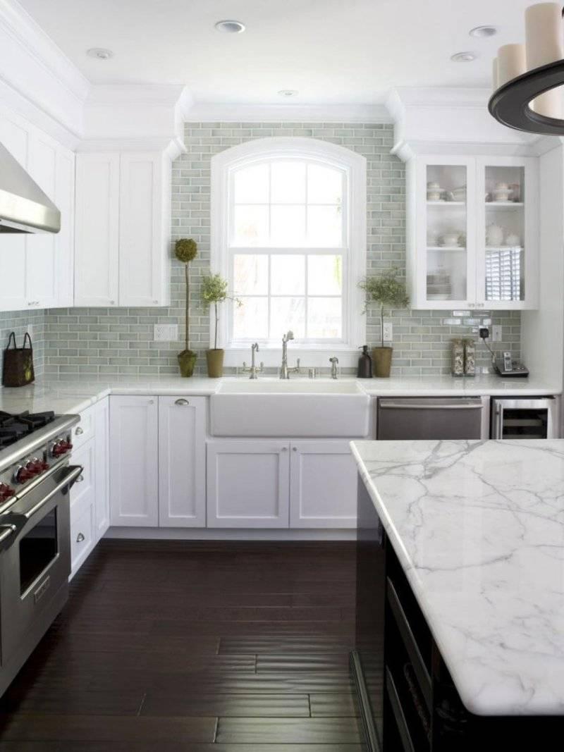 Белая кухня (126 фото): дизайн интерьера с техникой и стенами белого цвета, плюсы и минусы белого стиля, стильные решения кухни с яркими акцентами