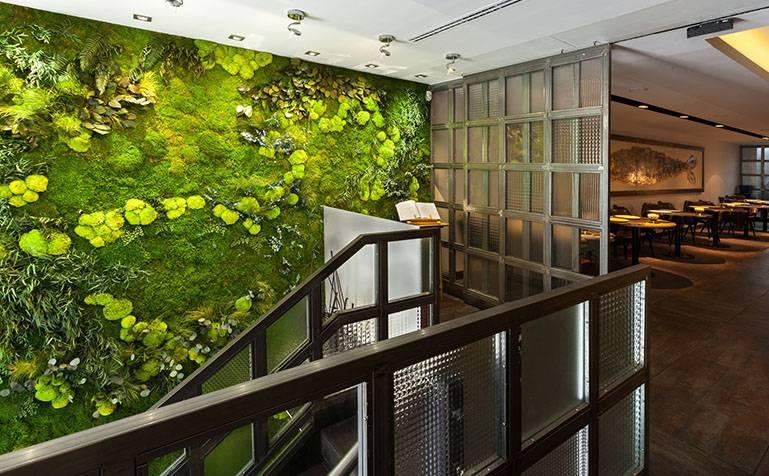Декоративный мох в интерьере: стены, надписи и декор