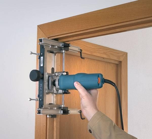 Установка петель на межкомнатную дверь: два способа врезки