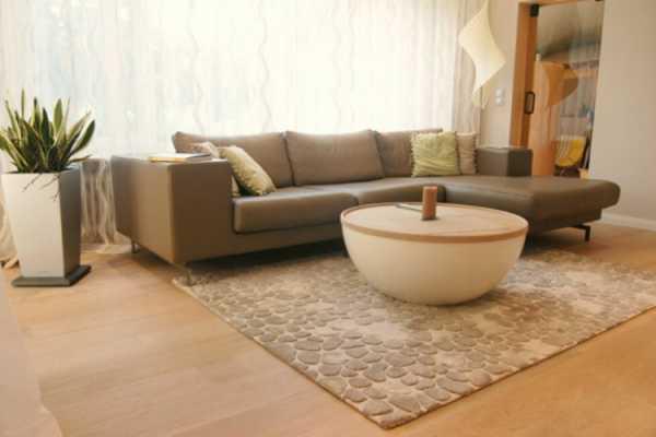Ковер в гостиную - главные критерия выбора и успешные фото идеи современного дизайна