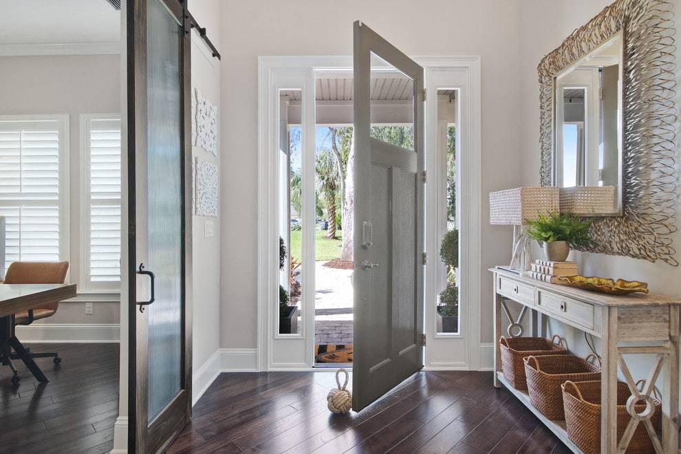 Светлые двери в интерьере: преимущества светлых тонов и нюансы, влияющие на их выбор