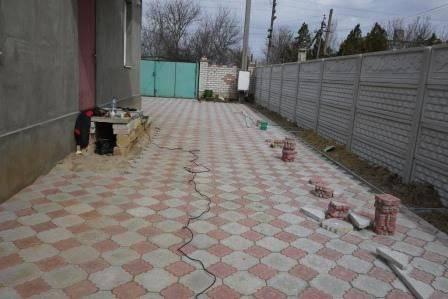 Укладка тротуарной плитки своими руками: технология и пошаговая инструкция как правильно положить дорожку на даче