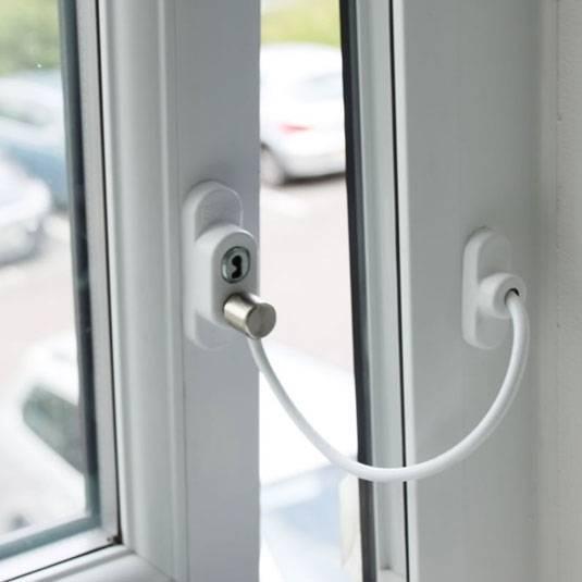 Варианты защиты на пластиковые окна для безопасности детей
