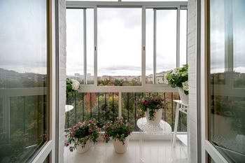 Плюсы и минусы трех видов раздвижных окон на балкон