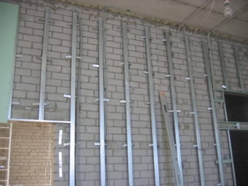 Как крепить гипсокартон к стене? 61 фото: крепление гипсокартона на профиль, тонкости монтажа, можно ли прикрепить на деревянные бруски